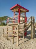 Punkt för havslivräddarehjälp, Majorca strand Playa de Muro Royaltyfria Bilder
