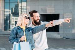 Punkt för par för consumerism för svart fredag försäljning stads- royaltyfria foton