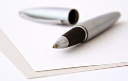 punkt för penna för blanka papperen för boll Arkivfoton