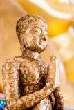 Punkt för selektiv fokus på Buddhastatyn i Thailand Royaltyfria Bilder