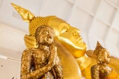 Punkt för selektiv fokus på Buddhastatyn i Thailand Royaltyfria Foton