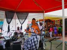 punkt Guadeloupe, Luty, - 09, 2013: Uliczni artyści estradowi Zdjęcie Stock