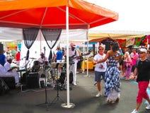 punkt Guadeloupe, Luty, - 09, 2013: Uliczni artyści estradowi Obrazy Stock
