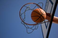 Punkt im Basketball Lizenzfreie Stockfotos
