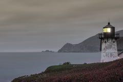 Punkt Montara-Leuchtturm an der Dämmerung Lizenzfreie Stockfotografie