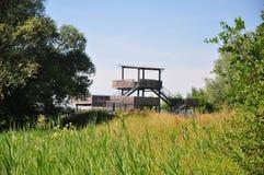 Punkt obserwacyjny przy Altmuehlsee w Bavaria zdjęcie stock