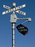 punkt przecięcia linii kolejowej znaku Zdjęcie Royalty Free