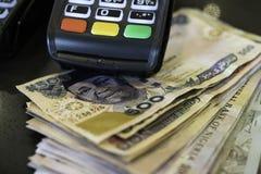 Punkt sprzeda?y maszyna z Nigeryjskimi Naira notatkami fotografia royalty free