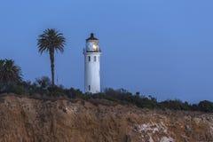Punkt Vincente Lighthouse Dusk i Rancho Palos Verdes California royaltyfria bilder