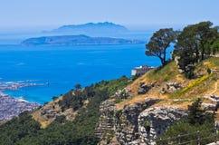 Punkt widzenia przy Egadi wyspami od wierzchołka faleza przy Erice, Sicily zdjęcie royalty free