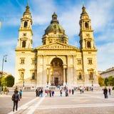 Punkt zwrotny Budapest St Stephen bazylika w Budapest, Węgry i ludzie, zbliżamy je Fotografia Stock