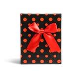 Punktierter Kasten des roten Geschenks mit Band Stockbild