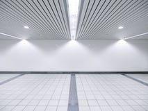 Punktleuchte und unbelegte Wand Stockfoto