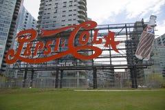 Punktu zwrotnego Pepsi kola podpisuje wewnątrz Long Island miasto Fotografia Stock