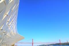 Punktu zwrotnego zawieszenie 25 Kwietnia most w Lisbon Obraz Royalty Free