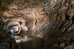 Punkva洞在布尔诺,捷克附近的Moravian石灰岩地区常见的地形地区 在Moravian石灰岩地区常见的地形的一块难以置信的钟乳石 库存图片