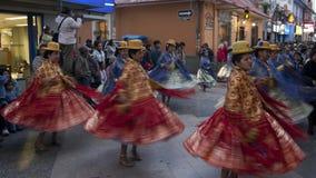 PUNO - 2月9日: 在Virgen de La坎德拉里亚角节日2009年2月9日期间,一个组舞蹈演员准备性能寸 库存图片