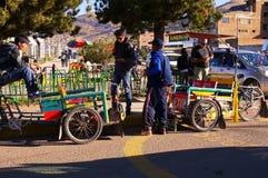 Puno le Pérou échanges de touristes le 15 septembre 2013/A avec des tris locaux photos libres de droits