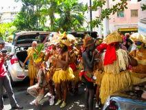 Punt-a-Pitre, Guadeloupe - Februari 09, 2013: Mooie zwarte meisjes in Caraïbisch Carnaval Stock Fotografie