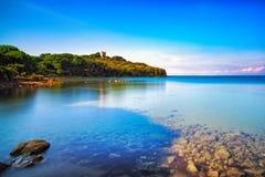 Punta ałunów morze, dzika plaży zatoka Maremma Tuscany, Włochy Europa zdjęcia stock