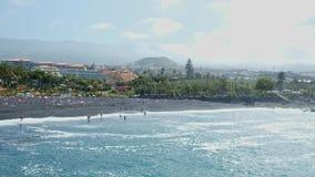 2019-03-12 Punta Brava - Puerto de la Cruz, Santa Cruz de Tenerife de kleine stad op de Atlantische kust stock footage