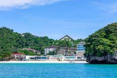 Punta Bunga strand, sikt från vattnet i den Boracay ön Arkivbild