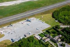 PUNTA CANA, DOMINICAANSE REPUBLIEK - 4 Januari, 2017: De Internationale Luchthaven van Puntacana Mening hierboven van een helikop Stock Afbeelding