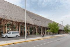 PUNTA CANA, DOMINICAANSE REPUBLIEK - 18 JUNI, 2015: De internationale luchthaven van Puntacana Vertrekgebied Stock Foto