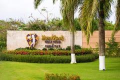 PUNTA CANA, RÉPUBLIQUE DOMINICAINE - 22 MAI 2017 : ` De hard rock de ` de club de golf d'enseigne Copiez l'espace pour le texte Photographie stock libre de droits