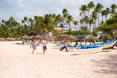 PUNTA CANA, RÉPUBLIQUE DOMINICAINE - 22 MAI 2017 : Vue de la plage sablonneuse Copiez l'espace pour le texte Photo stock