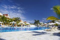 Punta Cana, República Dominicana - Bahia Principe Aquamarine Hotel Pool grande imagem de stock