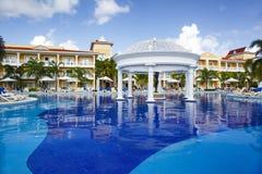 Punta Cana, República Dominicana - Bahia Principe Aquamarine Hotel Pool grande fotografia de stock royalty free