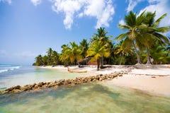 PUNTA CANA, REPÚBLICA DOMINICANA - 22 DE MAIO DE 2017: Vista do Sandy Beach Copie o espaço para o texto Foto de Stock