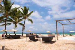 PUNTA CANA, REPÚBLICA DOMINICANA - 22 DE MAYO DE 2017: Vista del café de la playa Copie el espacio para el texto Imagenes de archivo