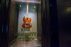 PUNTA CANA, REPÚBLICA DOMINICANA - 29 DE OUTUBRO DE 2015: Guitarra de Kirk Hammett em Punta Cana foto de stock
