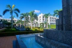 PUNTA CANA, REPÚBLICA DOMINICANA - OCTUBRE DE 2015: Hotel Ambar en Dominicana imagen de archivo
