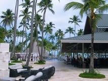 Punta Cana, republika dominikańska - Luty 03, 2013: Zwyczajni turyści odpoczywa w Barcelo Bavaro Wyrzucać na brzeg hotel z basene Zdjęcia Stock
