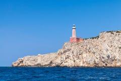 Punta Carena Κόκκινος φάρος του νησιού Capri, Ιταλία Στοκ Εικόνες