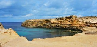 Punta de Sa Pedrera kust i Formentera Arkivbilder