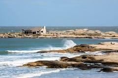 Punta del Diablo Beach in de Kust van Uruguay stock foto's