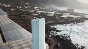 Punta del Fidalgo Farol Paisagem que negligencia o oceano Por do sol aéreo vídeos de arquivo