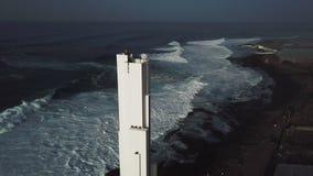 Punta del Hidalgo Fyr Landskap som förbiser havet Solnedgång _ stock video
