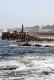 Punta Del Hidalgo gesehen von einem felsigen Strand Stockfoto