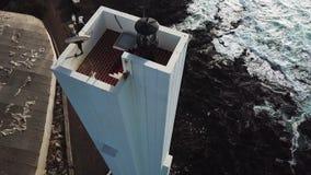 Punta del Hidalgo Lighthouse Paisaje que pasa por alto el oc?ano Puesta del sol a?reo metrajes