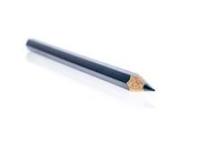 Punta di vecchia matita affilata di colore isolata su fondo bianco fotografia stock libera da diritti