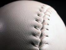 Puntadas del beísbol con pelota blanda Fotos de archivo