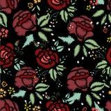 Puntadas del bordado con las rosas, modelo inconsútil Imagen de archivo