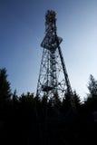 Puntal con el equipo de telecomunicaciones fotografía de archivo