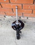 Puntal del coche Amortiguador de choque delantero de un coche fotografía de archivo