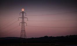 Puntal y luna de la electricidad foto de archivo